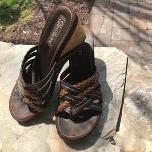 Brown leather Sketchers heels